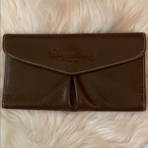 Dooney & Bourke VEUC Brown leather snap wallet